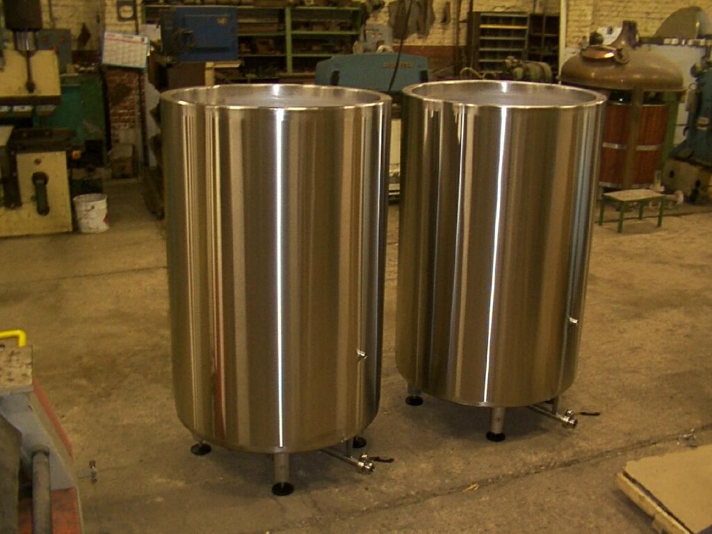 2 cuves de fermentation